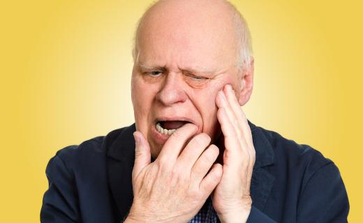 dca-blog_gum-disease-seniors-uncomfortable-man